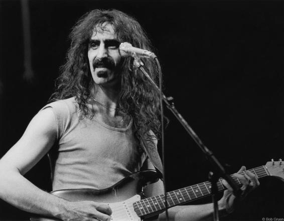 Frank Zappa 1975.jpg